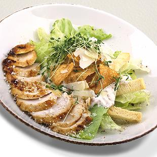 Салат «Цезарь» с курицей и горчичным соусом «Домашний»