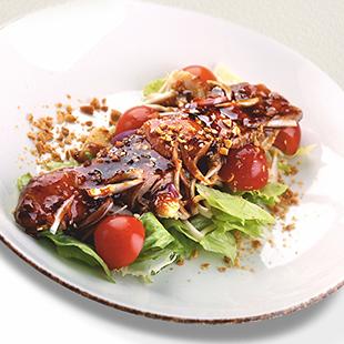 Салат с маринованной говядиной и свежими овощами