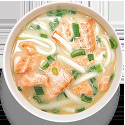 Острый суп с жареным лососем